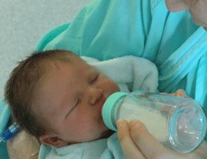 Combien de biberons par jour donner à un bébé de 3 mois