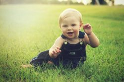 Guide de choix et d'application de crème solaire pour bébés